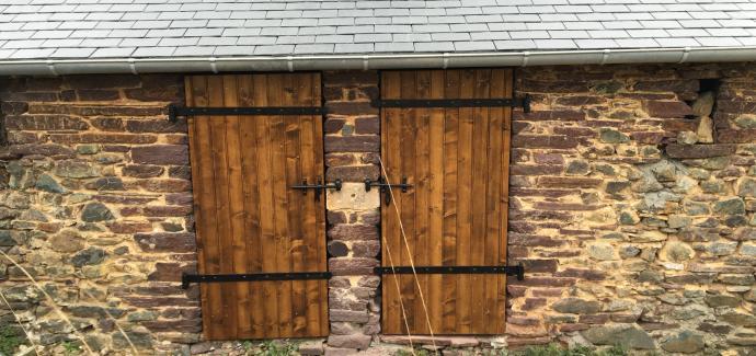 La fabrication et la pose de porte en bois
